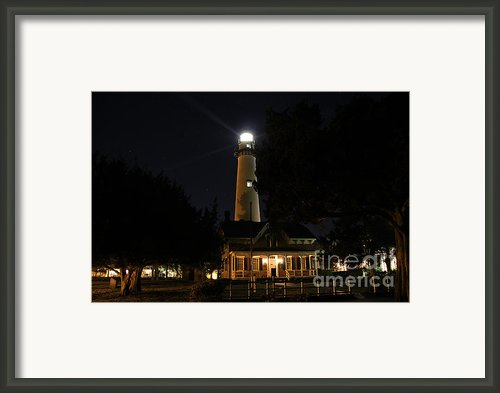 Saint Simons Lighthouse Framed Print By Leslie Kirk