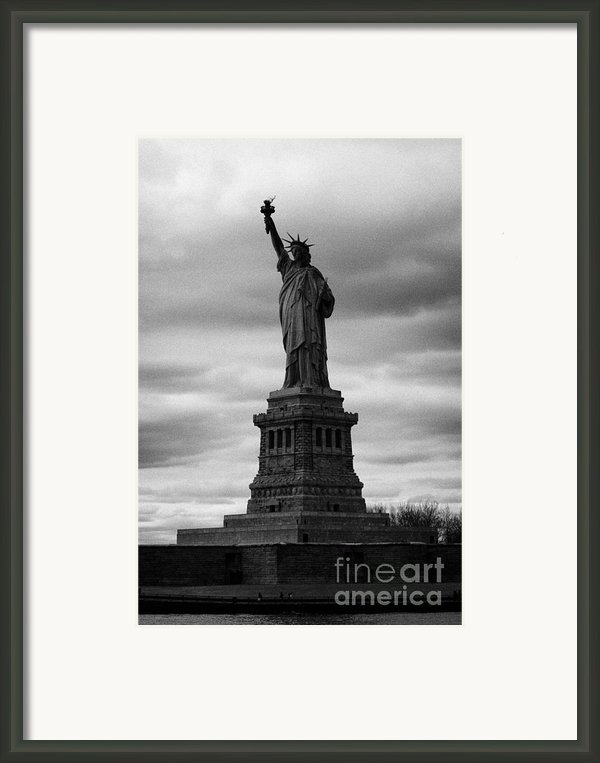 Statue Of Liberty New York City Framed Print By Joe Fox
