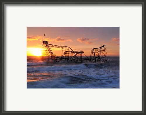 Sunrise Over The Jetstar Framed Print By Desiree Deleeuw