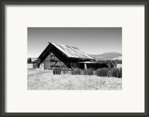 The Barn Framed Print By Glenn Mccarthy Art And Photography
