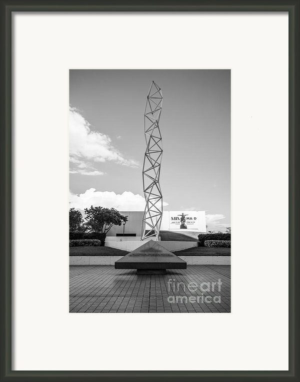 The Challenger Memorial - Bayfront Park - Miami - Black And White Framed Print By Ian Monk