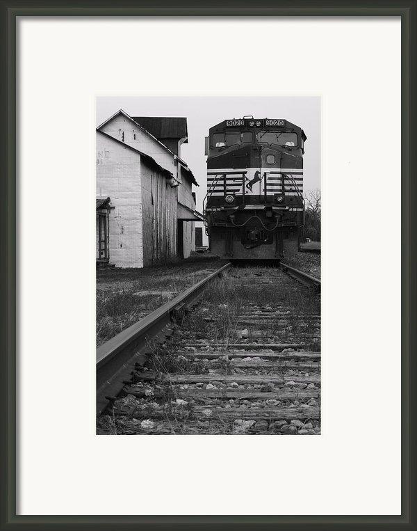 Train 9020 Framed Print By Jerry Mann