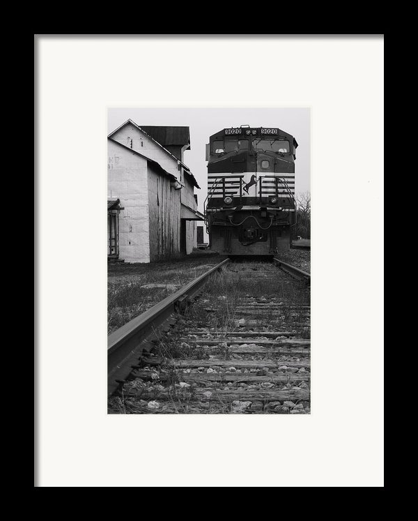 Train 9020 Framed Print By Jerry Mann