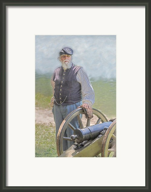Union Civil War Veteran And Cannon Framed Print By Randy Steele