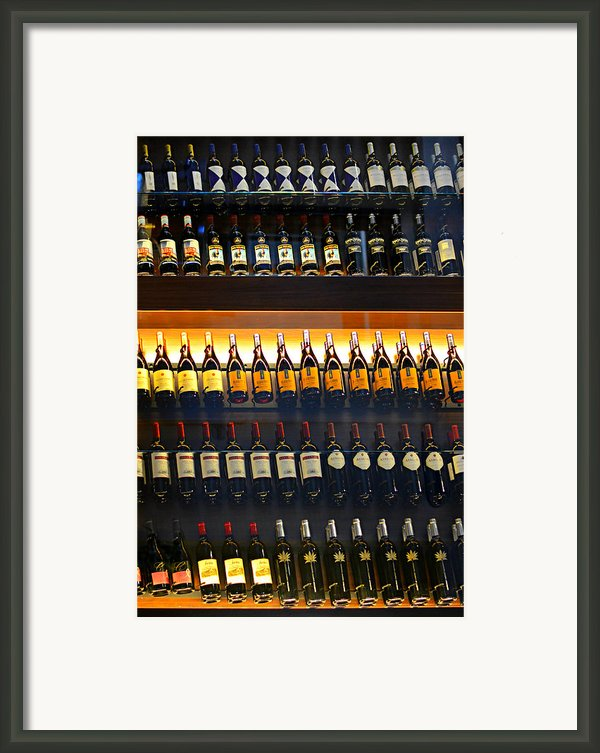 Vino Framed Print By Laura  Fasulo