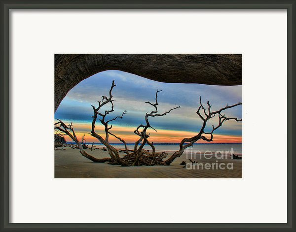 Wood Frame At Roots Beach Framed Print By Leslie Kirk