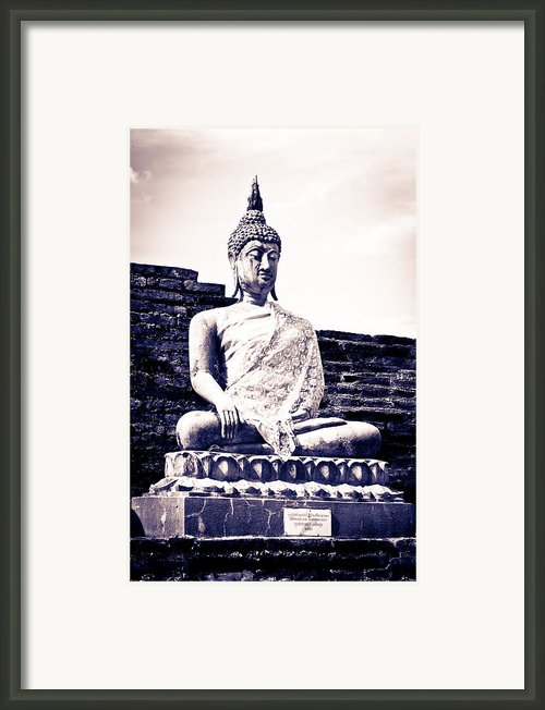 Buddha Statue Framed Print By Thosaporn Wintachai