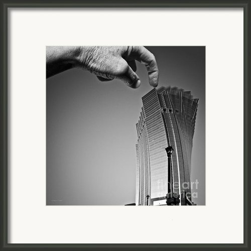 Damn Giants Framed Print By Gordon Wood