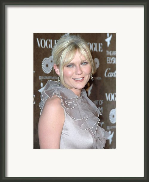 Kirsten Dunst Wearing A Valentino Gown Framed Print By Everett