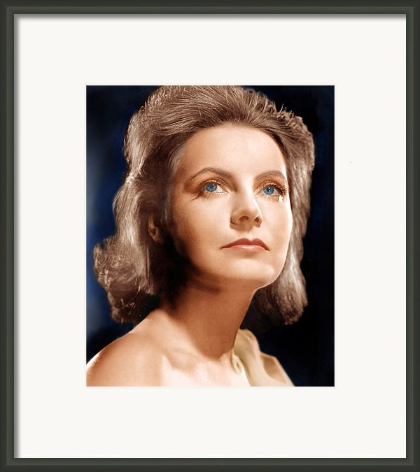 Ninotchka, Greta Garbo, Portrait Framed Print By Everett