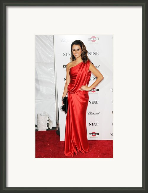 Penelope Cruz At Arrivals For New York Framed Print By Everett