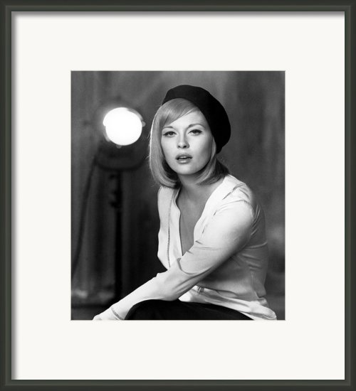 Bonnie And Clyde, Faye Dunaway, 1967 Framed Print By Everett