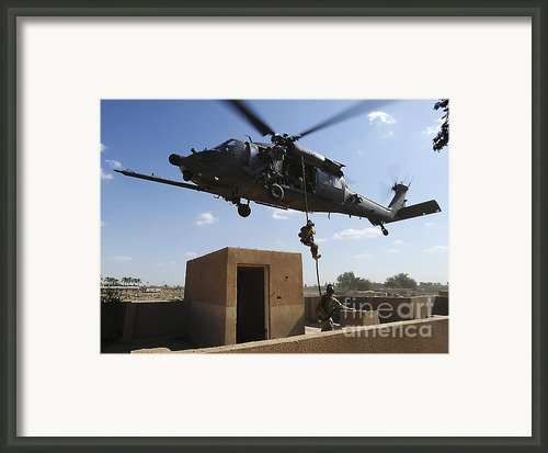 A U.s. Air Force Pararescuemen Fast Framed Print By Stocktrek Images