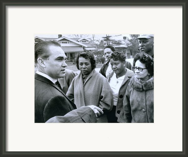 Alabama Gov. George Wallace Talks Framed Print By Everett