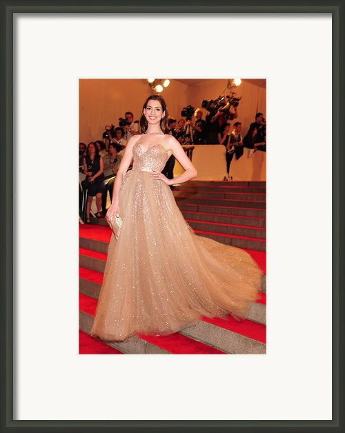 Anne Hathaway Wearing  A Valentino Gown Framed Print By Everett