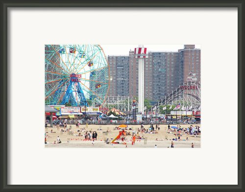 Beachgoers At Coney Island Framed Print By Ryan Mcvay