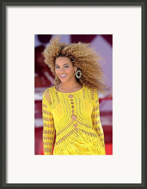 Beyonce Knowles Wearing A Julien Framed Print By Everett