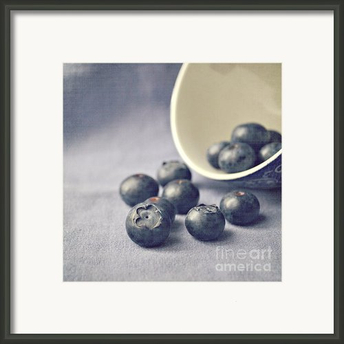 Bowl Of Blueberries Framed Print By Lyn Randle