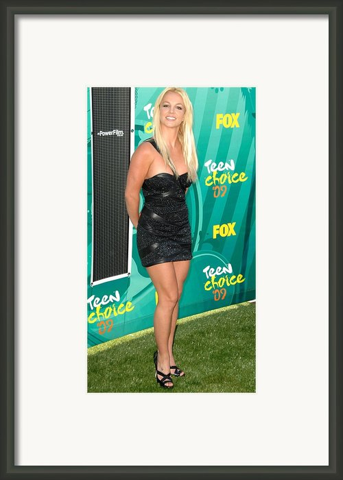 Britney Spears Wearing A Roberto Framed Print By Everett