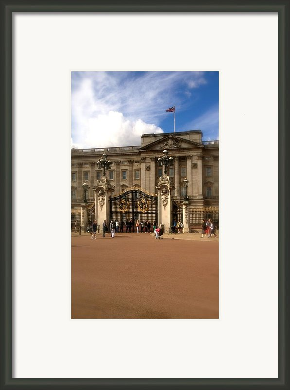 Buckingham Palace Framed Print By John Colley