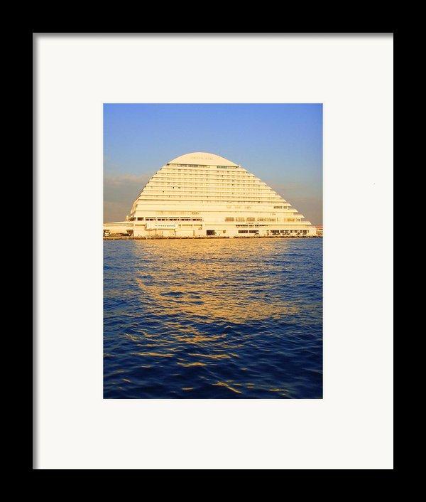 Building At Kobe Harbor Framed Print By Roberto Alamino