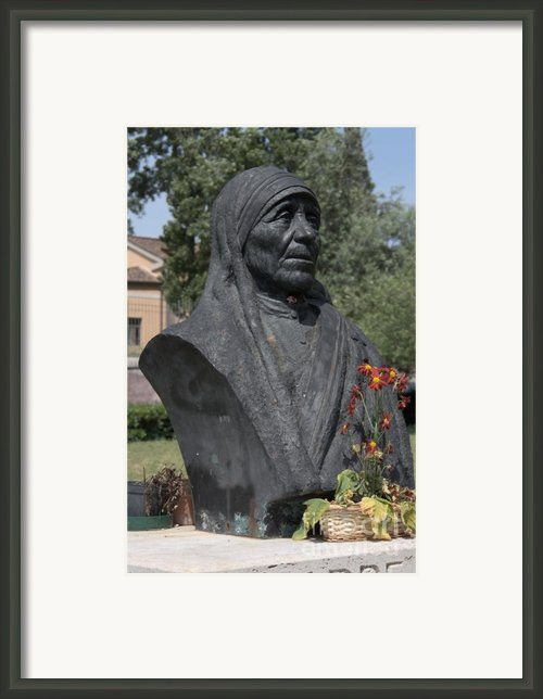 Bust Of Mother Teresa Framed Print By Fabrizio Ruggeri
