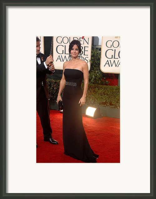 Courteney Cox Wearing A Victoria Framed Print By Everett