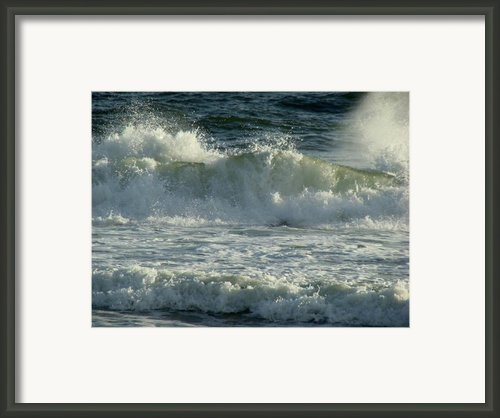 Crashing Wave Framed Print By Sandy Keeton