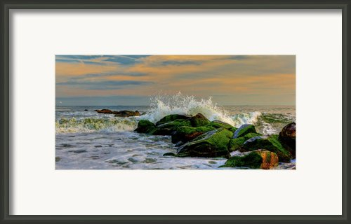 Crashing Waves Framed Print By David Hahn
