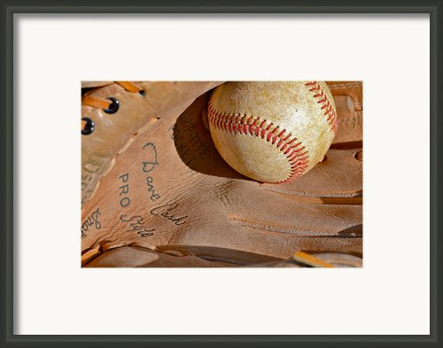 Dave Cash Mitt Framed Print By Bill Owen