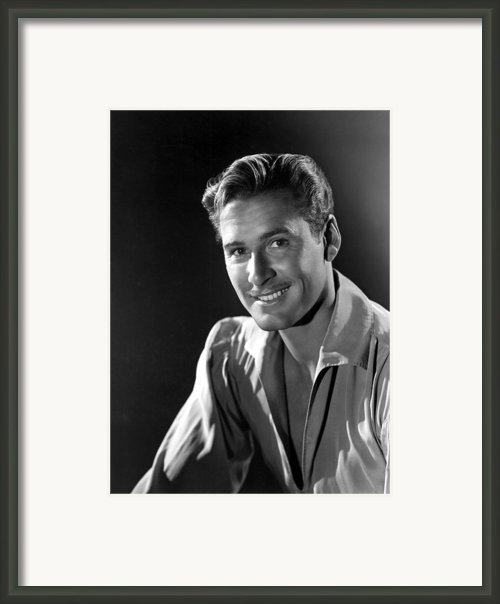 Errol Flynn Framed Print By Everett