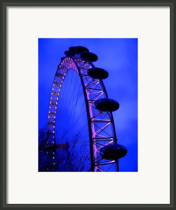 Eye Of London Framed Print By Roberto Alamino