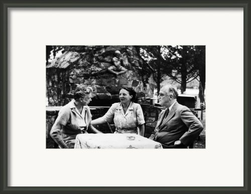 First Lady Eleanor Roosevelt, Queen Framed Print By Everett