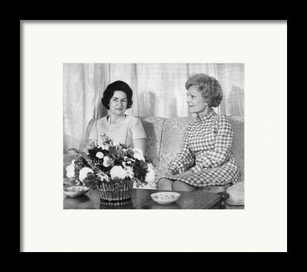 First Lady Lady Bird Johnson Meets Framed Print By Everett