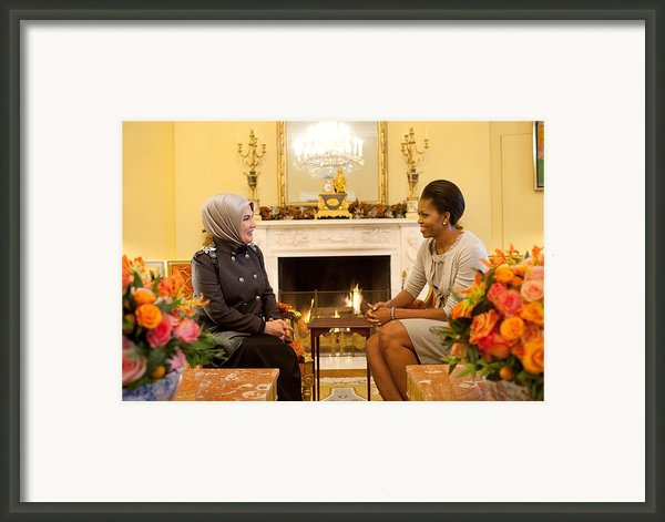 First Lady Michelle Obama Meets Framed Print By Everett
