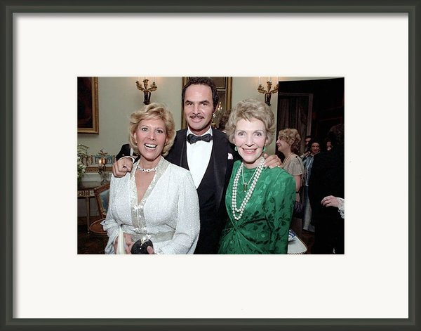 First Lady Nancy Reagan With Dinah Framed Print By Everett