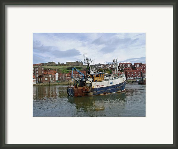 Fishing Trawler Wy 485 At Whitby Framed Print By Rod Johnson