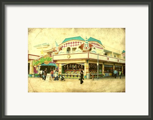 Fun House - Jersey Shore Framed Print By Angie Mckenzie