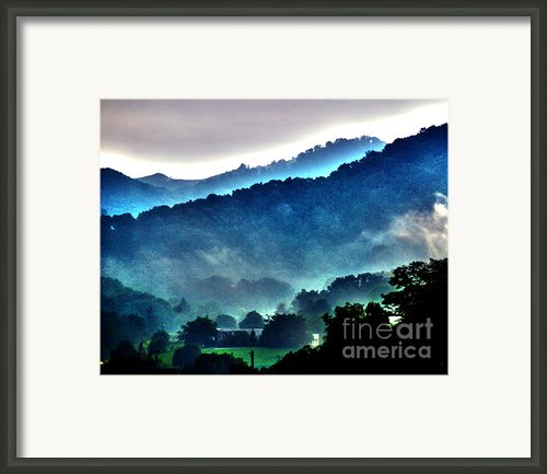 Great Smokey Mountains Framed Print By Susanne Van Hulst