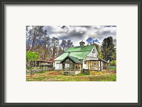 Holmes County Farm Framed Print By Tom Schmidt