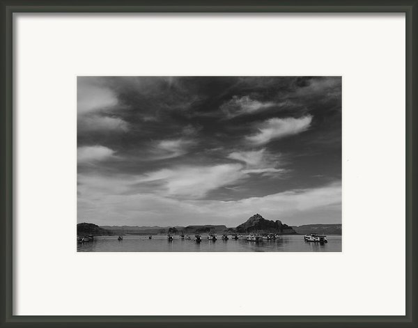 Houseboats On Lake Powell Framed Print By Andrew Soundarajan