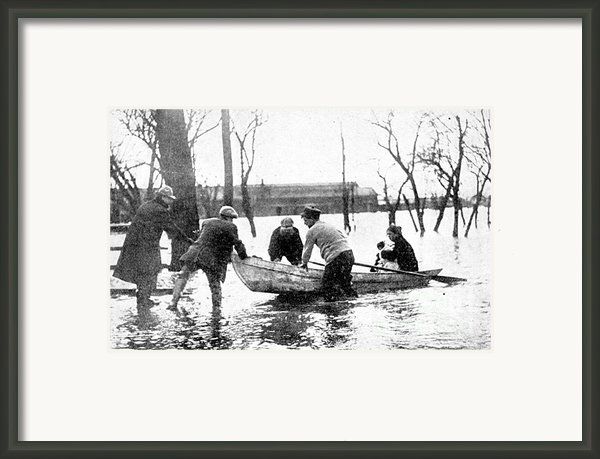 Hudson River Flood, 1913 Framed Print By Science Source