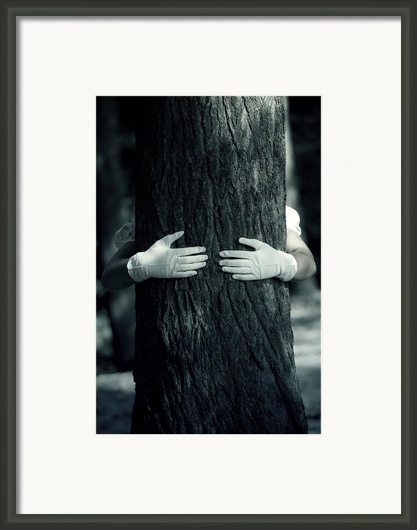 Hug Framed Print By Joana Kruse
