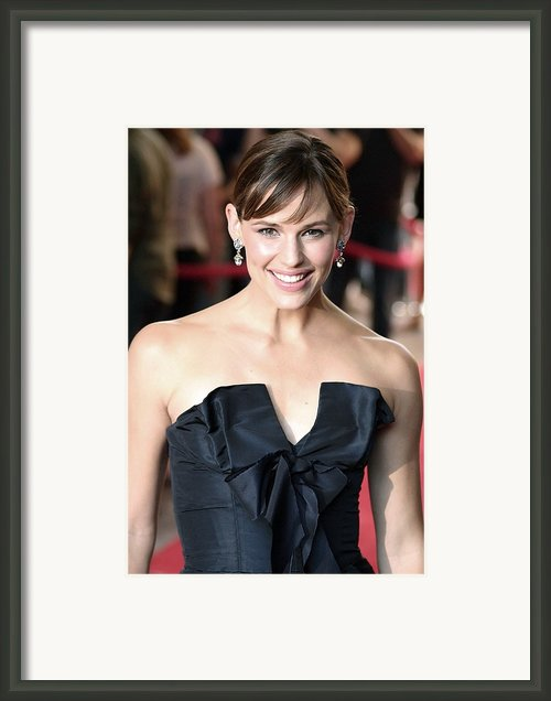 Jennifer Garner At Arrivals For Juno Framed Print By Everett