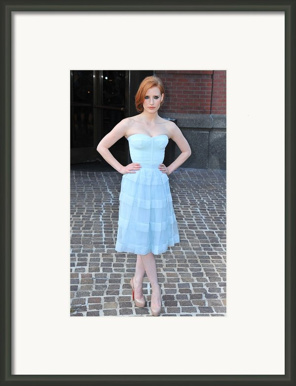 Jessica Chastain Wearing A Christian Framed Print By Everett
