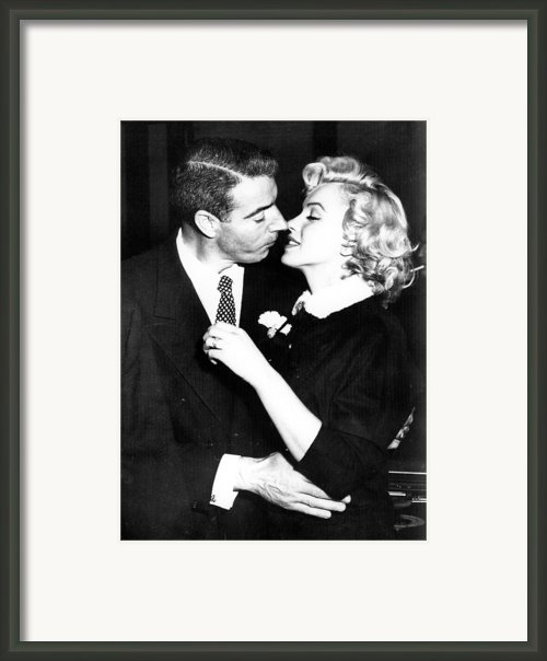 Joe Dimaggio, Marilyn Monroe Framed Print By Everett