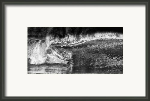 Kellys Wild North Shore Ride Framed Print By Ron Regalado