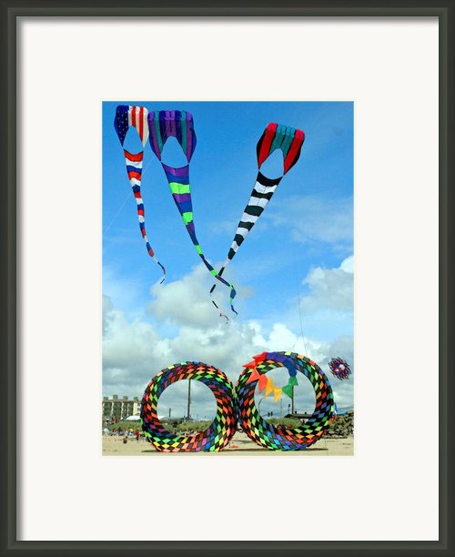 Kite Festival At Lincoln City Oregon Framed Print By Margaret Hood