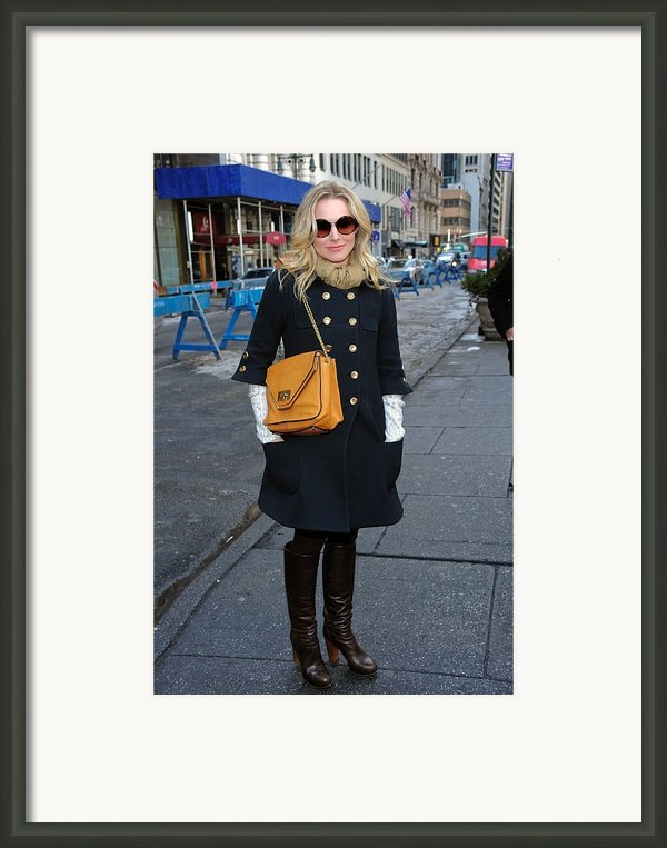 Kristen Bell Out And About For Sun Framed Print By Everett