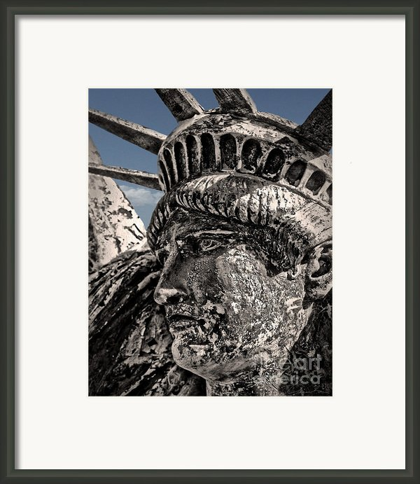 Lady Liberty Framed Print By Danuta Bennett